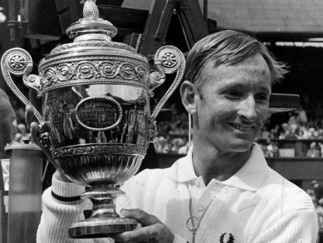 Rod Laver laimėjas 1968 Wibbledon taurė, vienintelis laimėjas Grand Slam serija du kartus